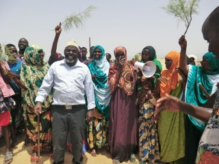 Mayor Yusuf Jama with Lasqoray Women